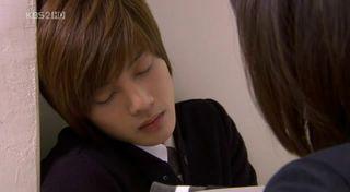 Yoon Ji Hoo sleeping